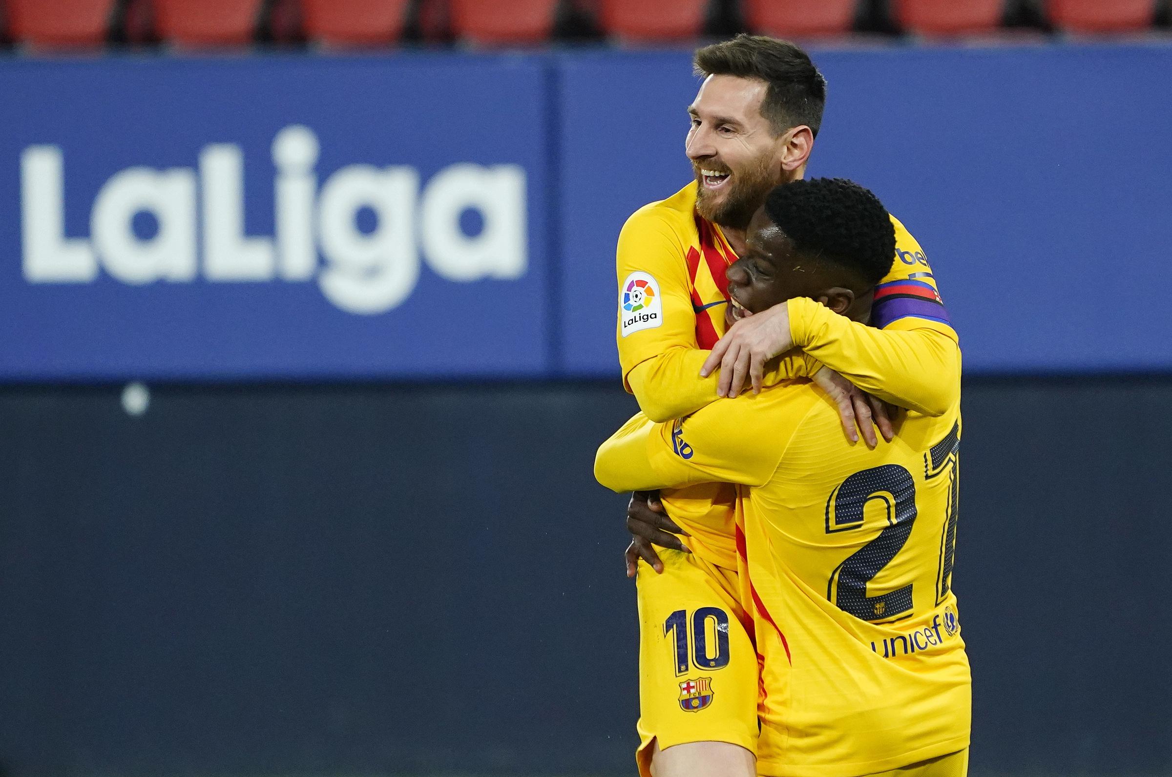 Gia hạn Messi đang là bài toán khó cho Barca khi chiếu theo quy định về quỹ lương ở La Liga. Ảnh: Reuters