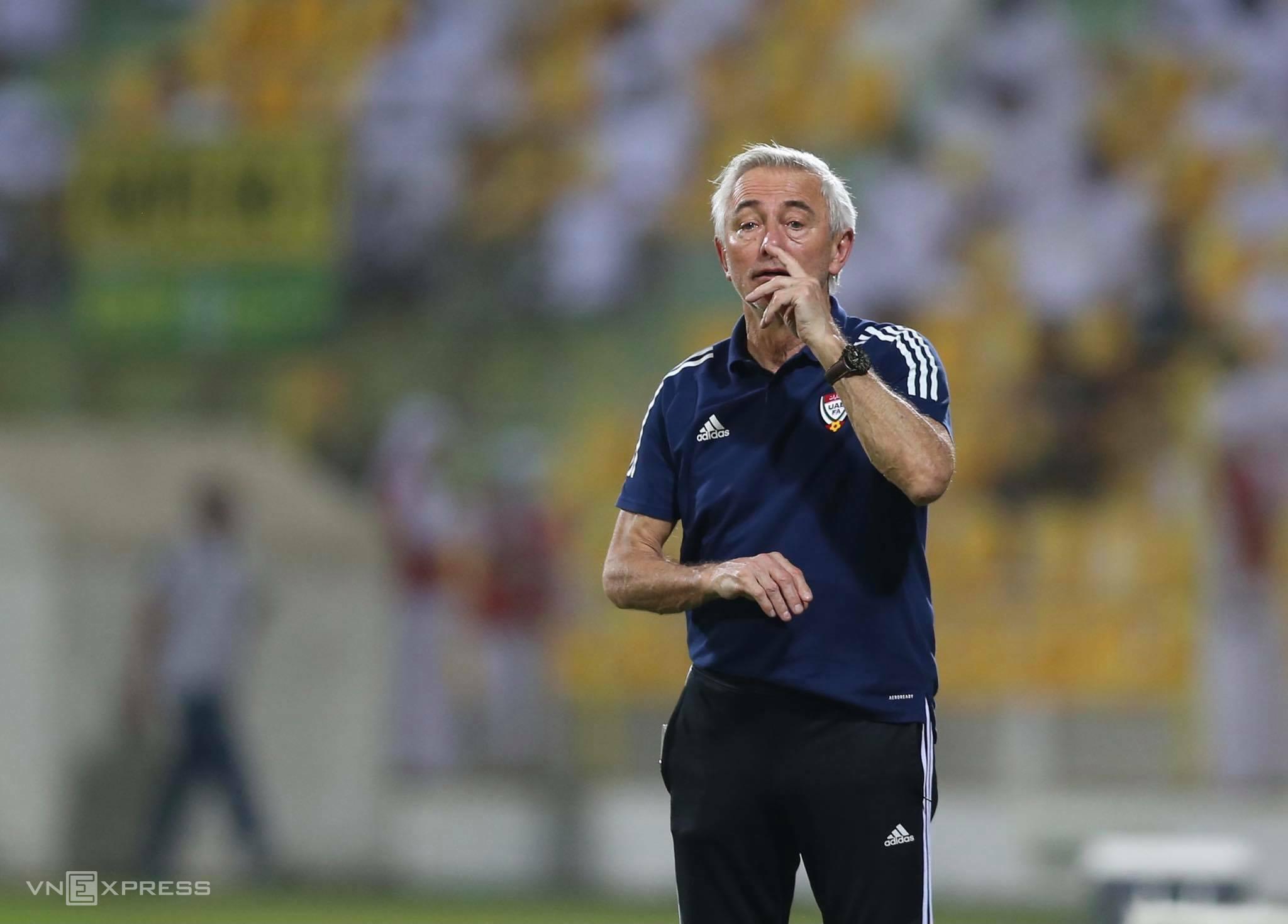 Van Marwijk dan UEA baru saja memenangkan tiket ke babak final kualifikasi Piala Dunia 2022 di Asia setelah mengalahkan Vietnam 3-2 di pertandingan terakhir babak kedua pada 15 Juni.  Foto: Lam Tho.