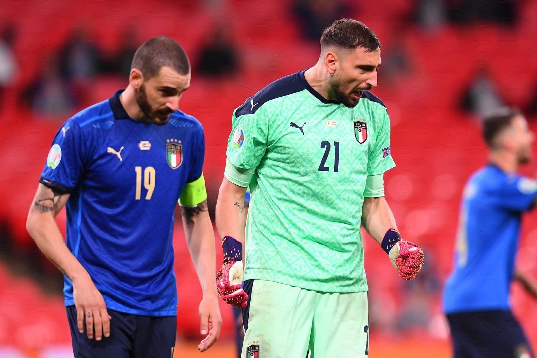 Donnarumma phấn khích sau tiếng coi tan trận Italy thắng Áo 2-1 ở vòng 1/8 Euro 2021 hôm 26/6. Ảnh: Azzurri