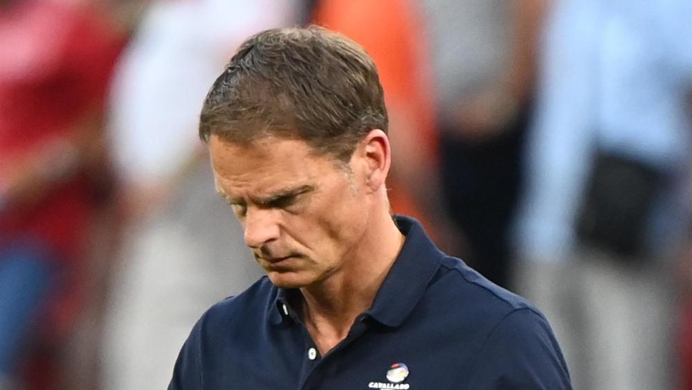 De Boer và Hà Lan để thua đối thủ được đánh giá yếu hơn. Ảnh: AP.
