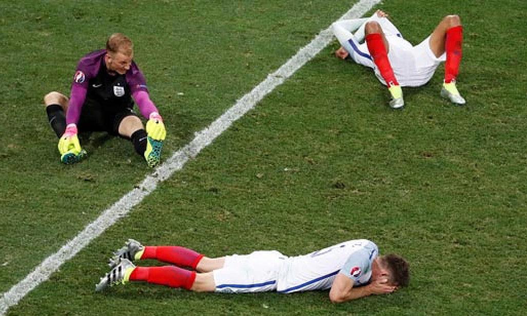 Pemain asal Inggris itu pingsan setelah disingkirkan Islandia pada babak 1/8 Euro 2016. Foto: Reuters