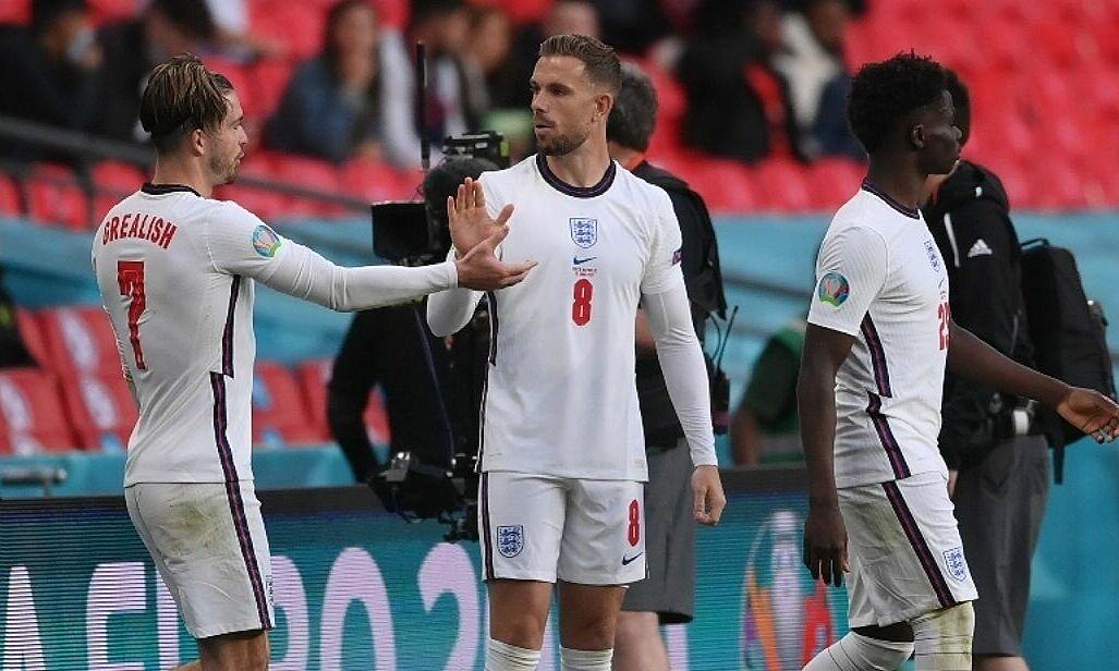 Rooney mendukung rencana menggunakan Henderson untuk memperkuat lini tengah saat Inggris melawan Jerman hari ini.  Foto: Marca