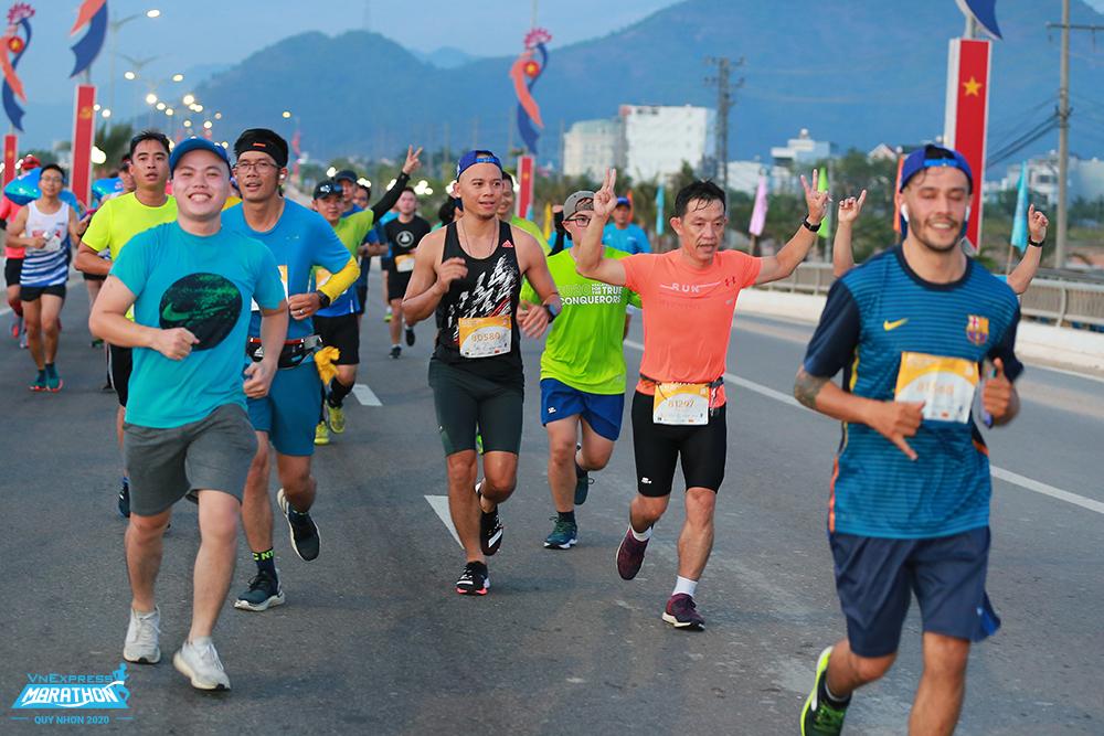 Runners on the VM Quy Nhon track.  Photo: VnExpress Marathon.