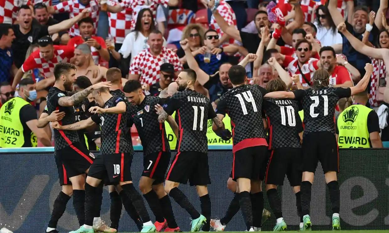 Didiskualifikasi, tapi Kroasia membuat fans bangga dengan semangat juang mereka.  Foto: Reuters.