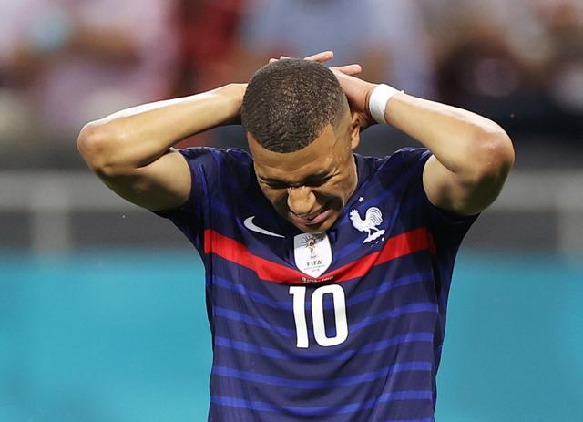 Mbappe gagal dengan penalti terakhir di seri tendangan utama.  Foto: Reuters.