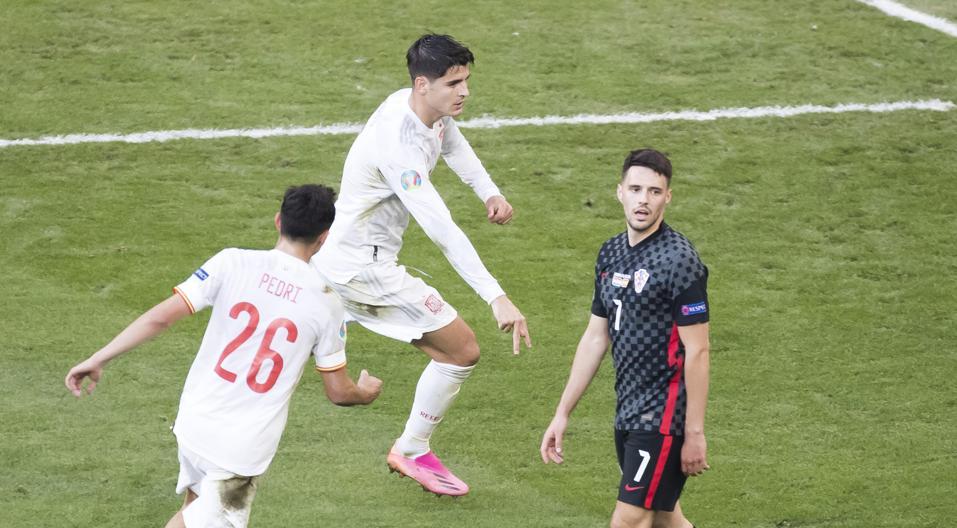 Morata dập tắt cuộc rượt đuổi của Croatia bằng bàn nâng tỷ số lên 4-3. Ảnh: MD.