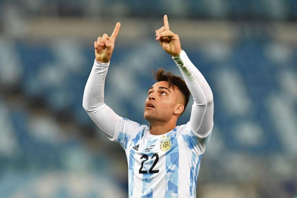 """มาร์ติเนซเล่นอุกอาจเมื่อเขาลงสนามและทำประตูได้  ภาพถ่าย: """"CONMEBOL ."""""""