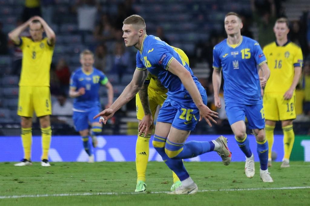 Dovbyk mừng bàn ấn định chiến thắng 2-1 cho Ukraine. Ảnh: AFP.