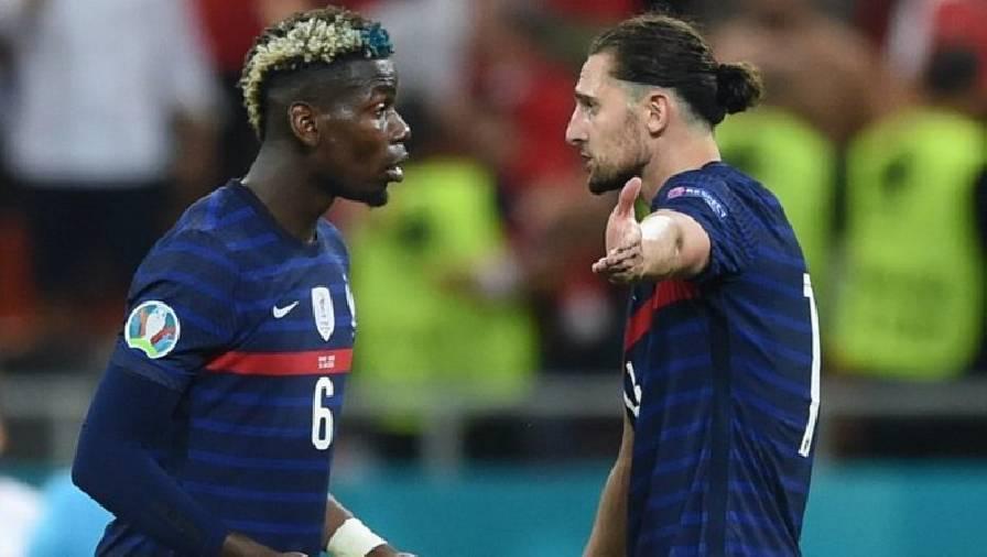 Pogba và Rabiot tranh cãi sau bàn thua thứ ba của Pháp. Ảnh: Goal