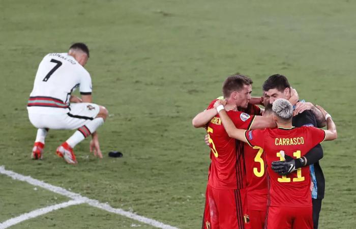 Ronaldo và đồng đội phải về nước sau trận thua Bỉ 0-1. Ảnh: Reuters.