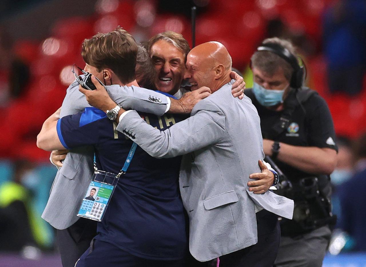 Lebih dari separuh staf pelatih Italia saat ini adalah rekan satu tim dari era yang sama dengan Mancini dan Vialli di Sampdoria pada awal 1990-an.