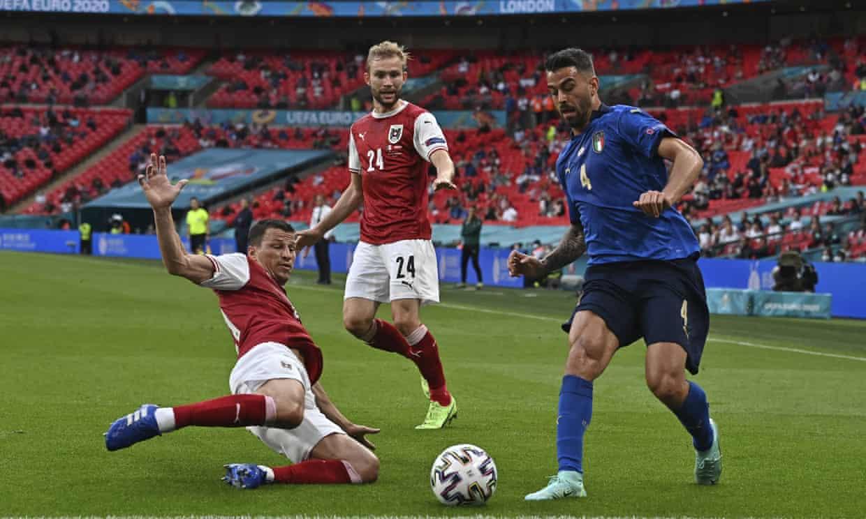 Spinazzola trong một pha dâng cao tấn công trong trận Italy thắng Áo 2-1 ở vòng 1/8 Euro 2021. Ảnh: AP