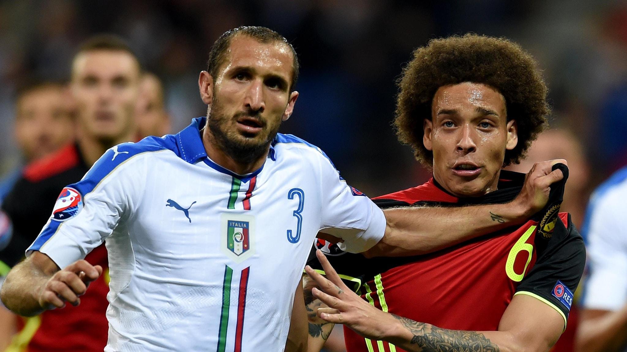 Italia (baju putih) mengalahkan Belgia 2-0 di pertemuan terakhir kedua tim di Euro 2016. Foto: UEFA