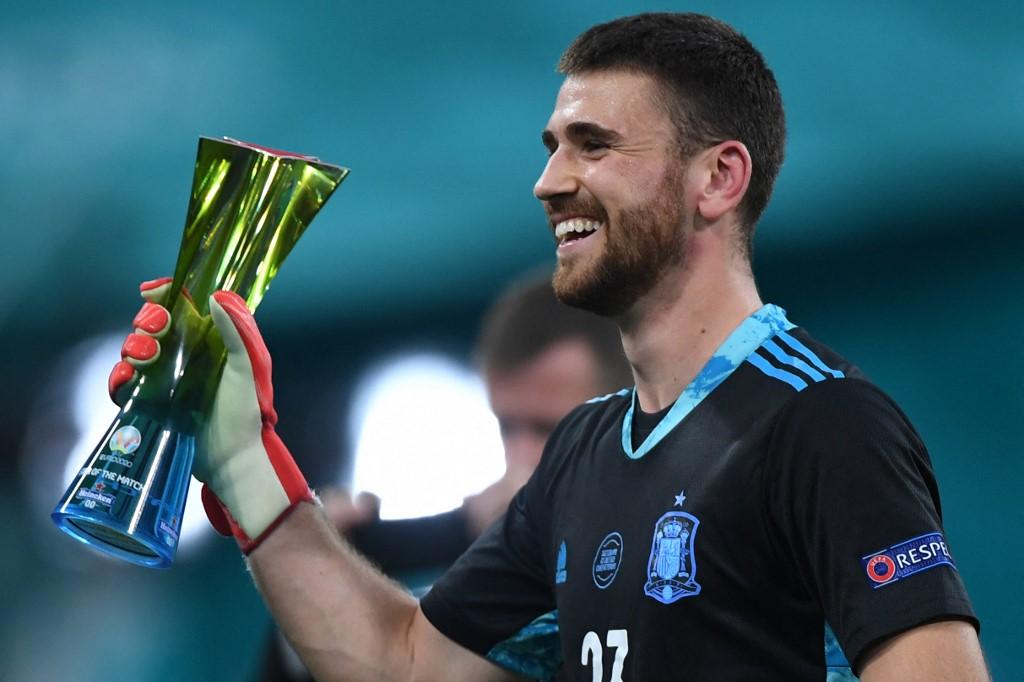 Simon nhận giải Cầu thủ hay nhất trận. Ảnh: AFP.