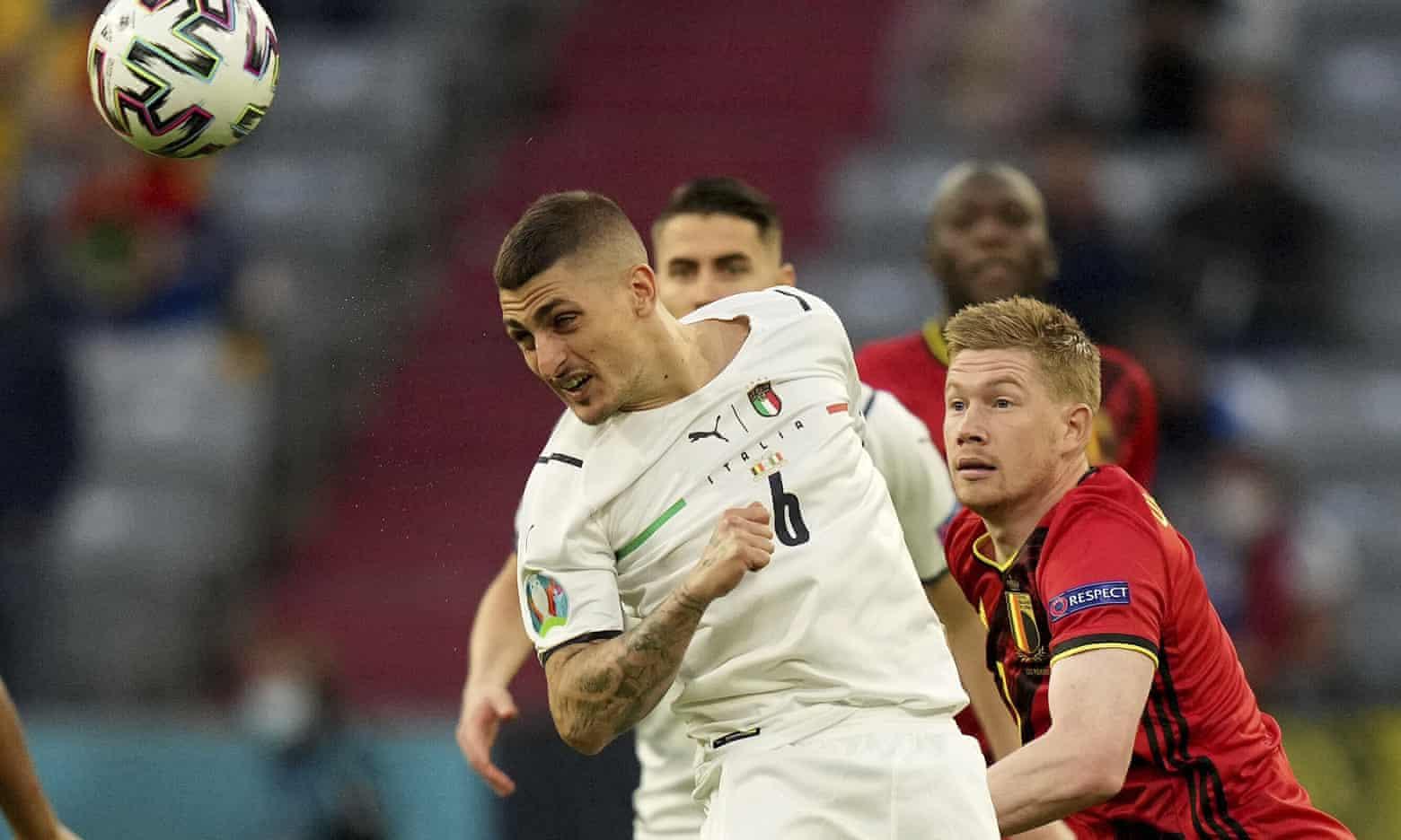 Verratti berselisih dengan De Bruyne pada awal pertandingan perempat final di Allianz Stadium, Munich pada 2 Juli.  Foto: AP