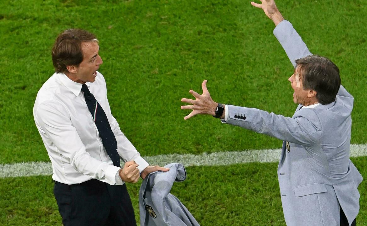 Mancini (trái) đang có 32 trận bất bại liên tục với Italy. Ảnh: Reuters.