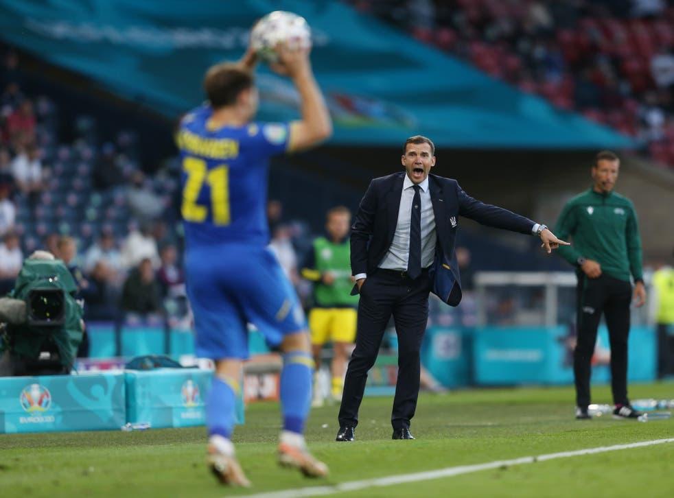 Pengalaman dan gengsi masa lalu sang pemain membantu Sheva memenangkan hati orang-orang dan menciptakan persatuan di tim Ukraina.  Foto: Reuters