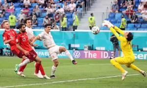 Tây Ban Nha vào bán kết Euro sau loạt luân lưu