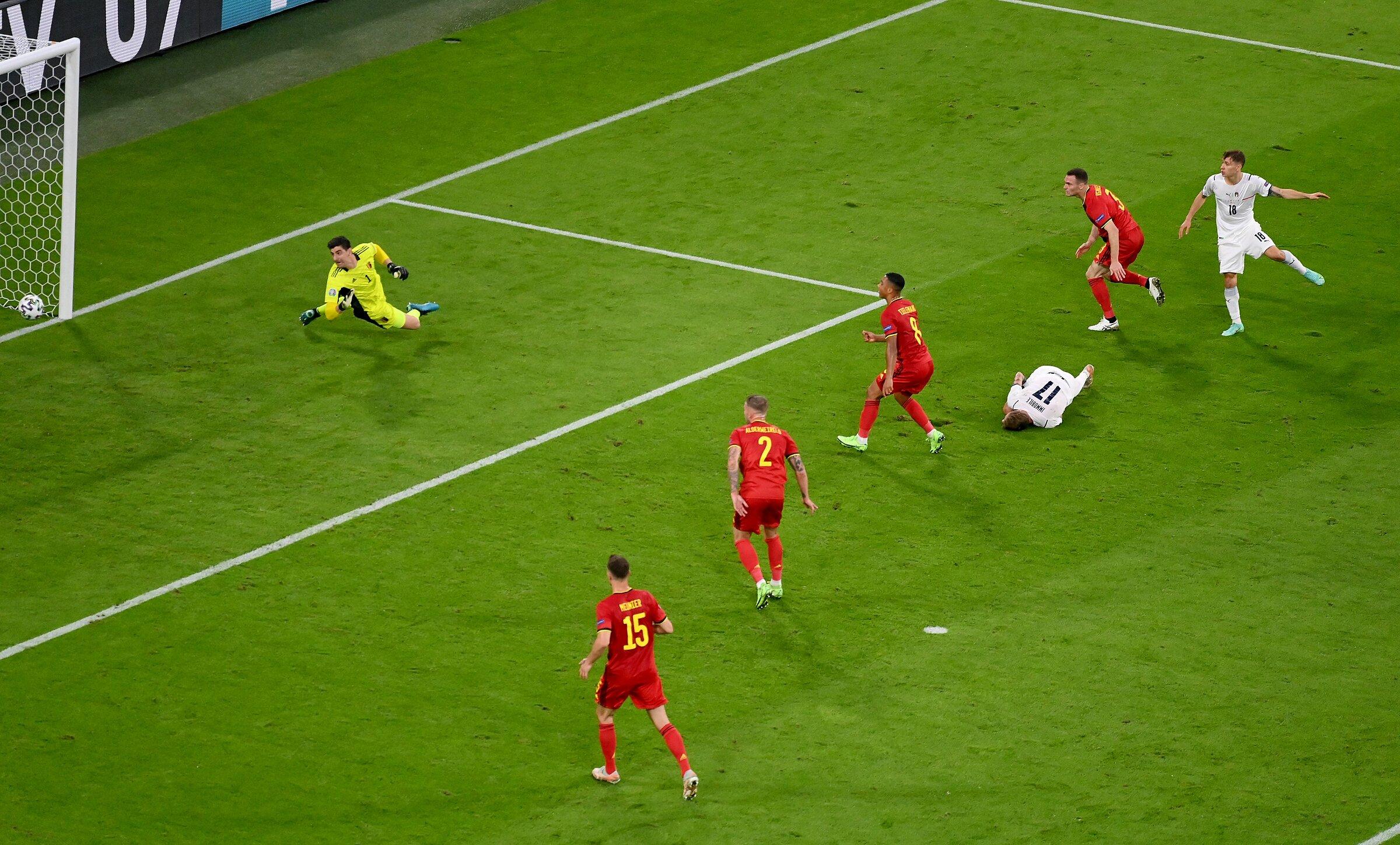 Gol pembuka Nicolo Barella untuk Italia.  Foto: FIGC
