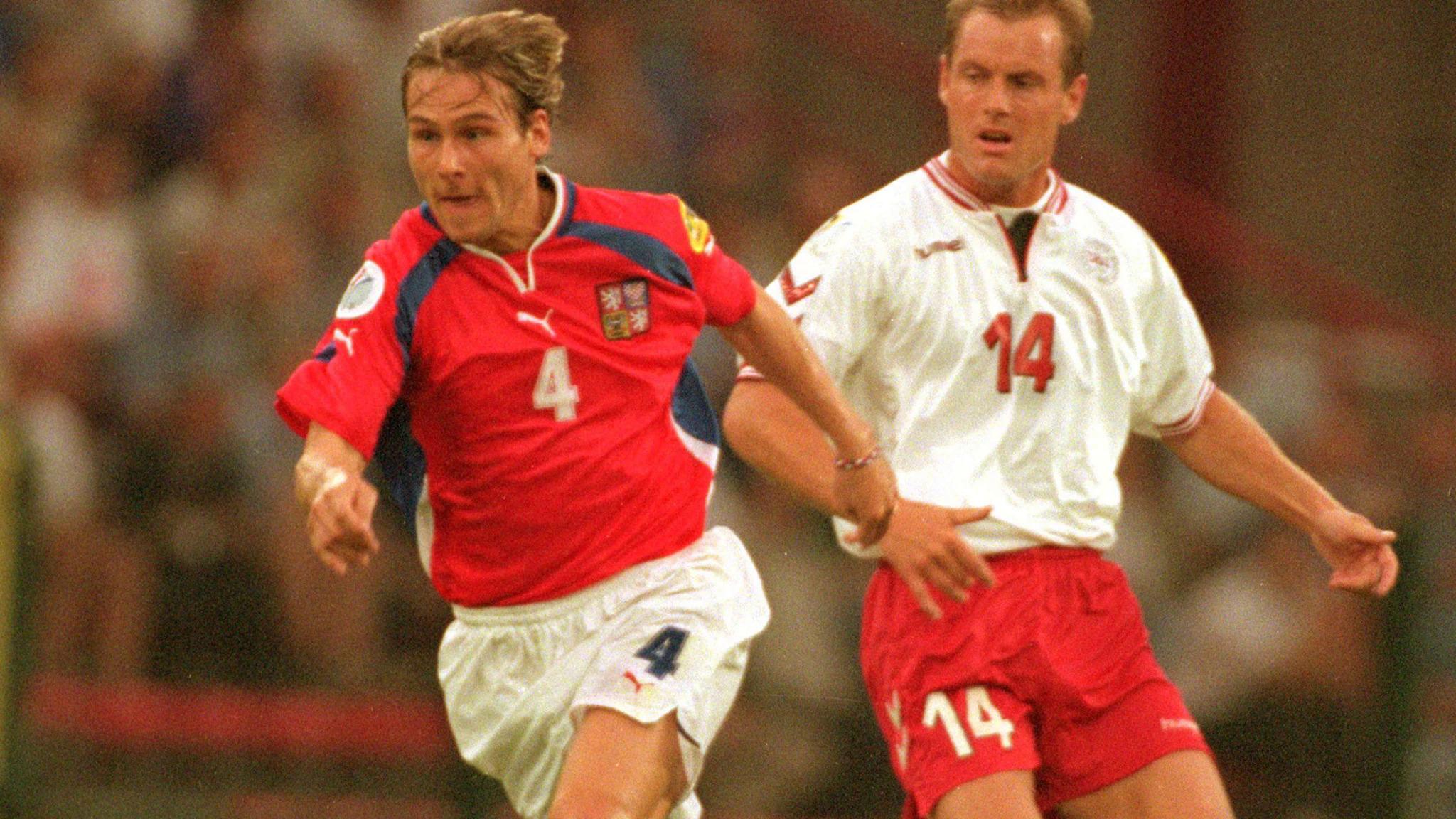 Pavel Nedved trong trận CH Czech thắng Đan Mạch 2-0 ở vòng loại Euro 2004 năm 2003. Ảnh: UEFA
