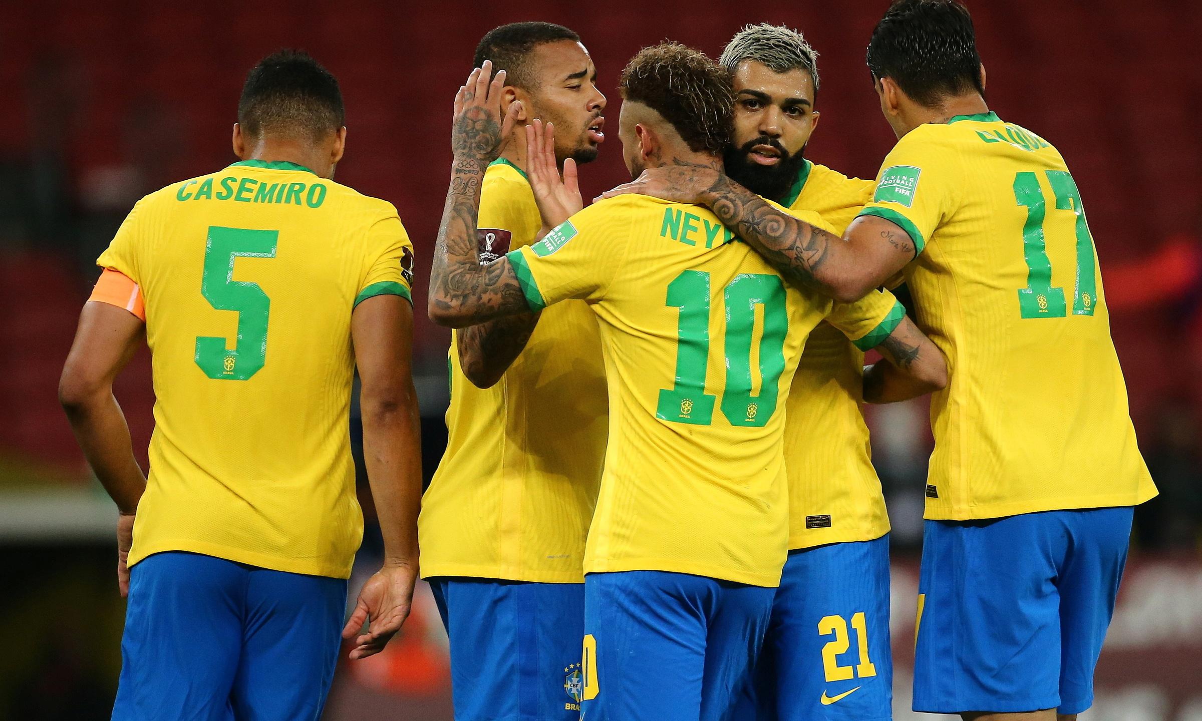 Para pemain Brasil merayakan kemenangan mereka atas Cile.  Foto: Reuters