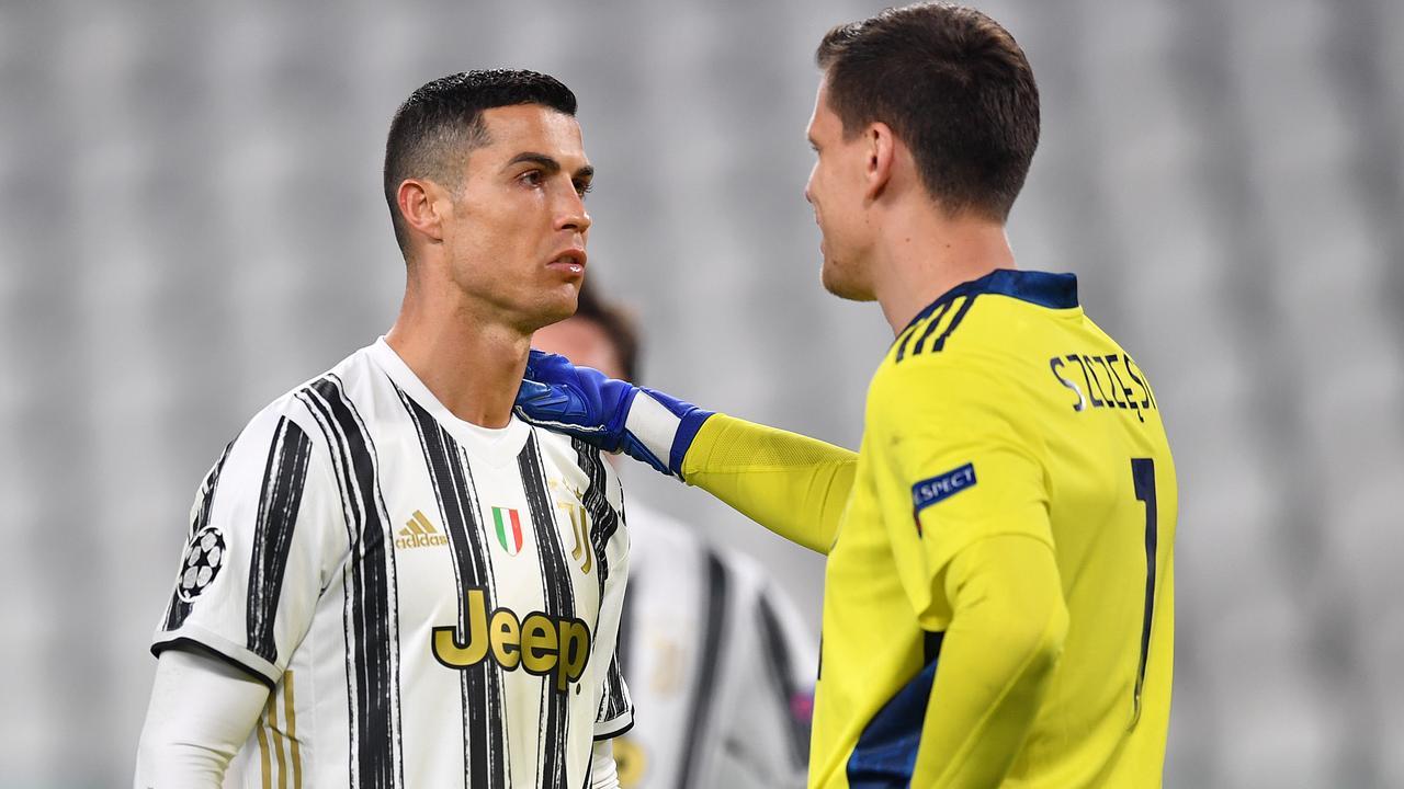 Ronaldo buồn rầu khi Juventus dừng bước ở vòng 1/8 Champions League trước Porto hôm 9/3. Ảnh: ANSA
