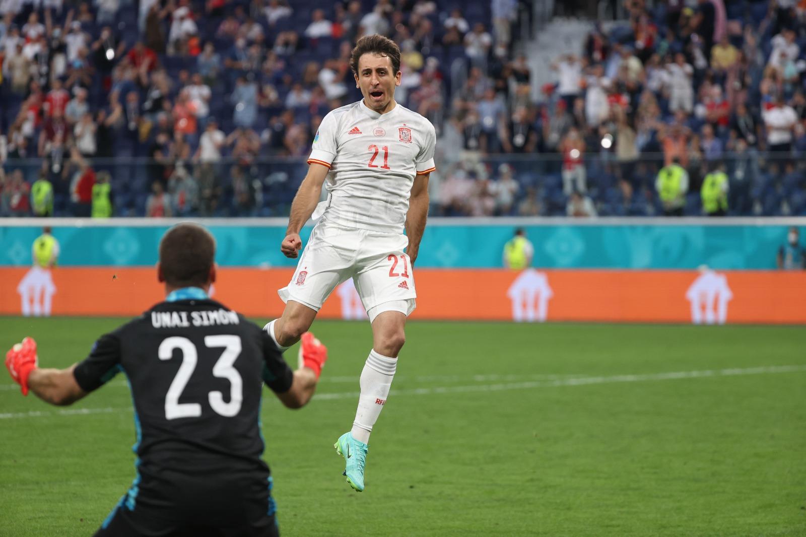 Những Simon, Oyarzabal ... đều toả sáng, gặt hái vinh quang ở cấp độ trẻ trước khi được Enrique trọng dụng, làm nên thành công cho Tây Ban Nha tại Euro 2021. Ảnh: RFEF