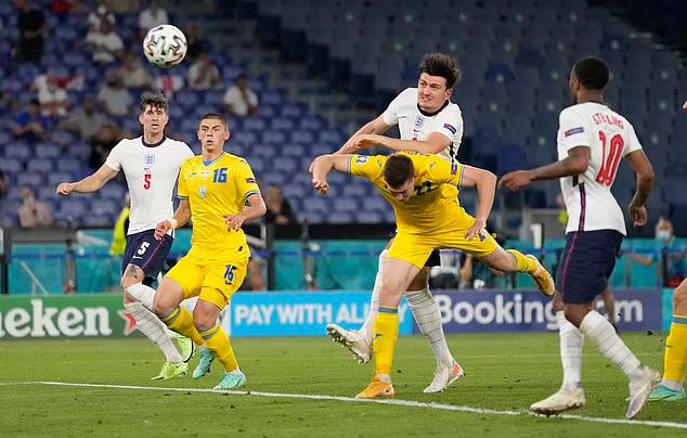 Maguire membuat skor menjadi 2-0 untuk Inggris.  Foto: AP.