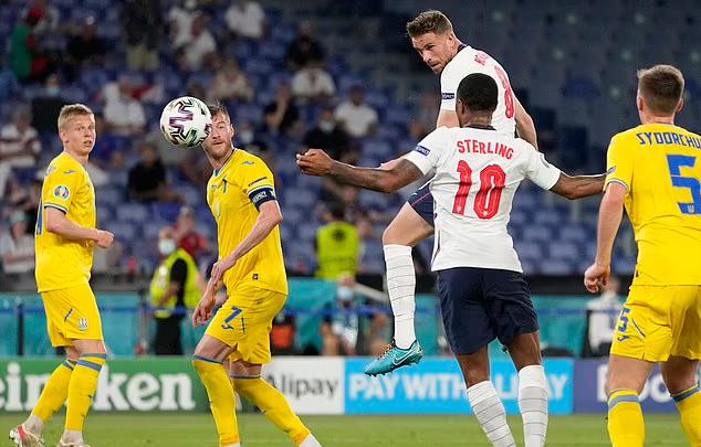 Henderson memastikan kemenangan dari tendangan sudut.