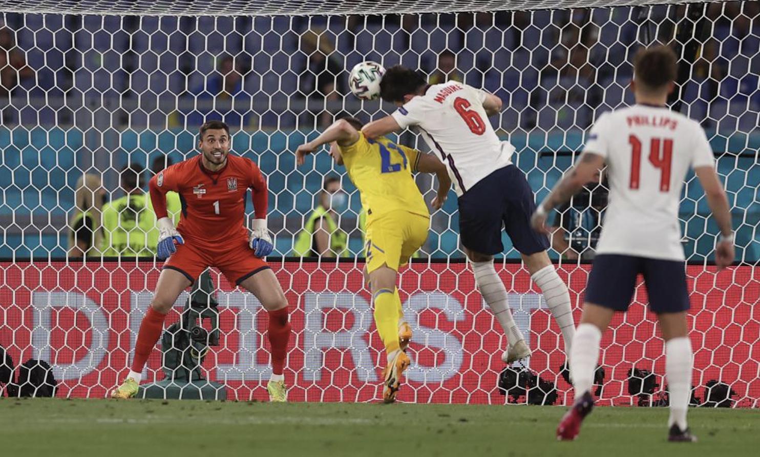 Situasi di mana Maguire (No. 6) menuju untuk membuat 2-0.  Foto: UEFA