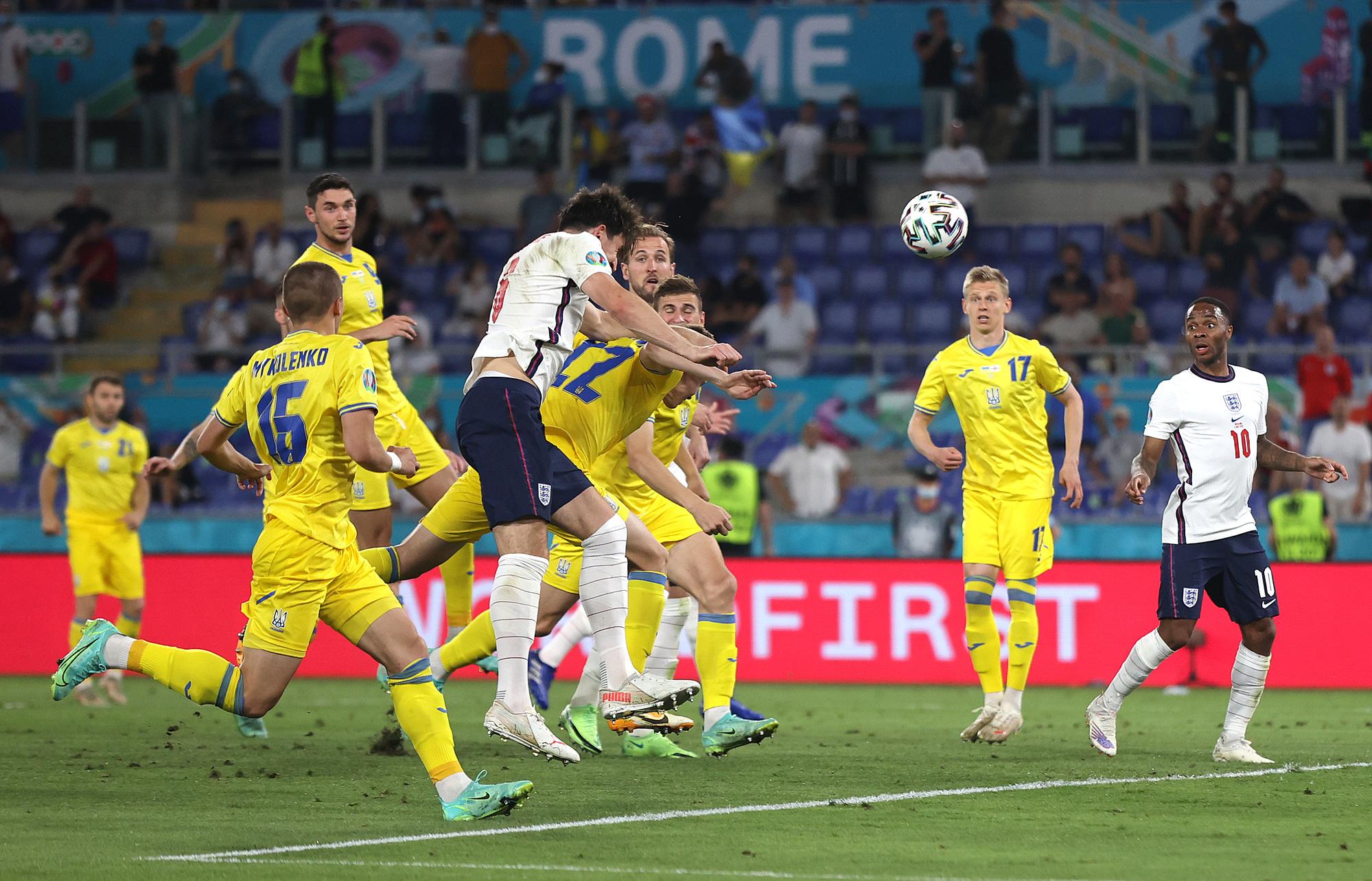 Maguire đánh đầu ghi bàn từ quả đá phạt góc của Shaw...