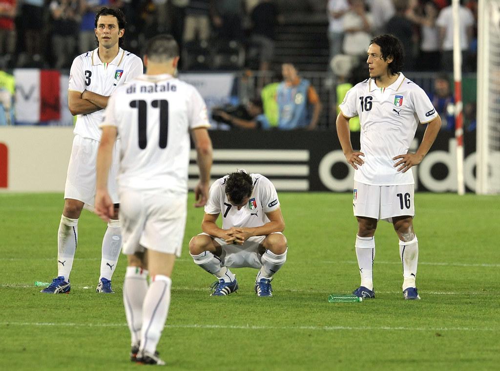 Italia dalam kekalahan 2-4 di tangan Spanyol dalam adu penalti di perempat final Euro 2008. Foto: UEFA