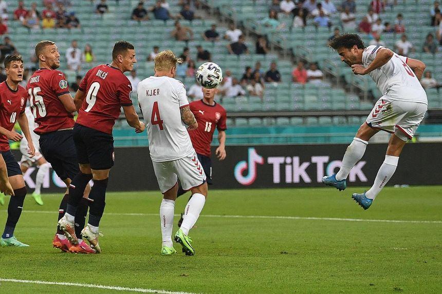 Delaney (No. 8) dalam gol pembuka kemenangan 2-1 Denmark atas Republik Ceko di perempat final Euro 2021. Foto: AFP