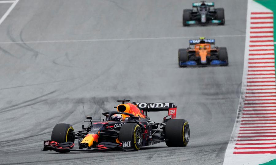 Verstappen memanfaatkan keunggulan untuk merebut pole untuk segera menerobos trek yang sudah dikenalnya pada 4 Juli.  Foto: AP
