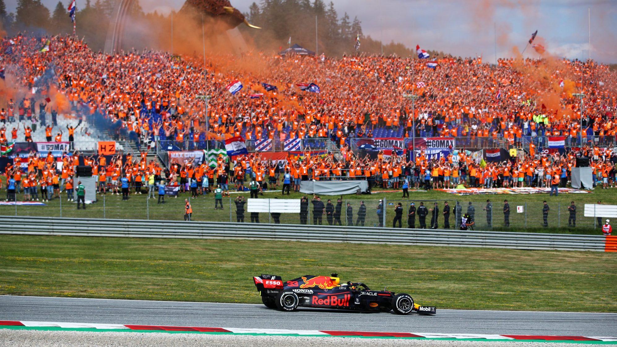 Sorak-sorai antusias ribuan penggemar asal Belanda menyulut semangat Verstappen di GP Austria 4 Juli mendatang.  Foto: F1