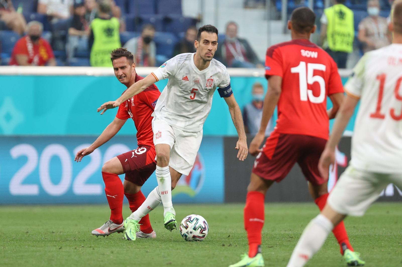 Kembalinya Busquets dari akhir babak penyisihan grup membantu Spanyol secara signifikan meningkatkan kemampuan menjaga bola di tengah lapangan.  Foto: RFEF