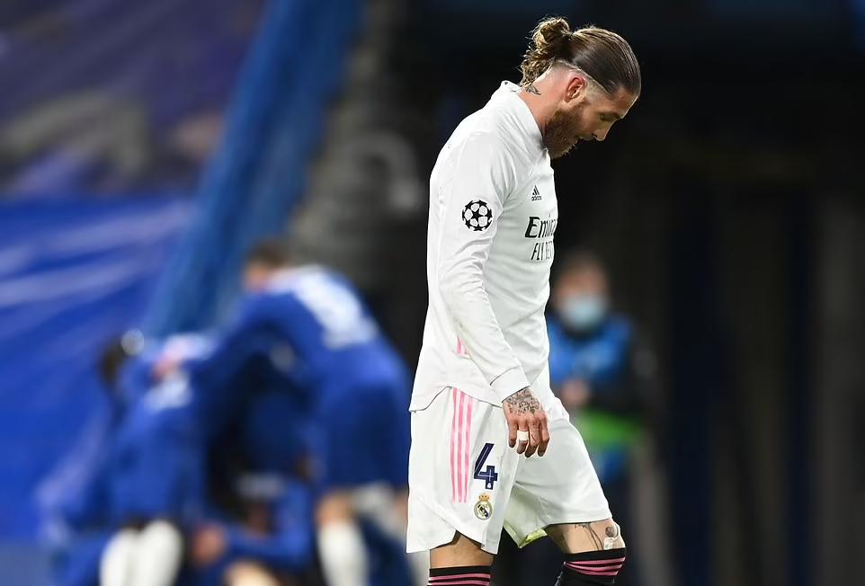 Ramos và Real chịu thất bại 1-3 chung cuộc trước Chelsea ở bán kết Champions League 2020-2021. Ảnh: Reuters.