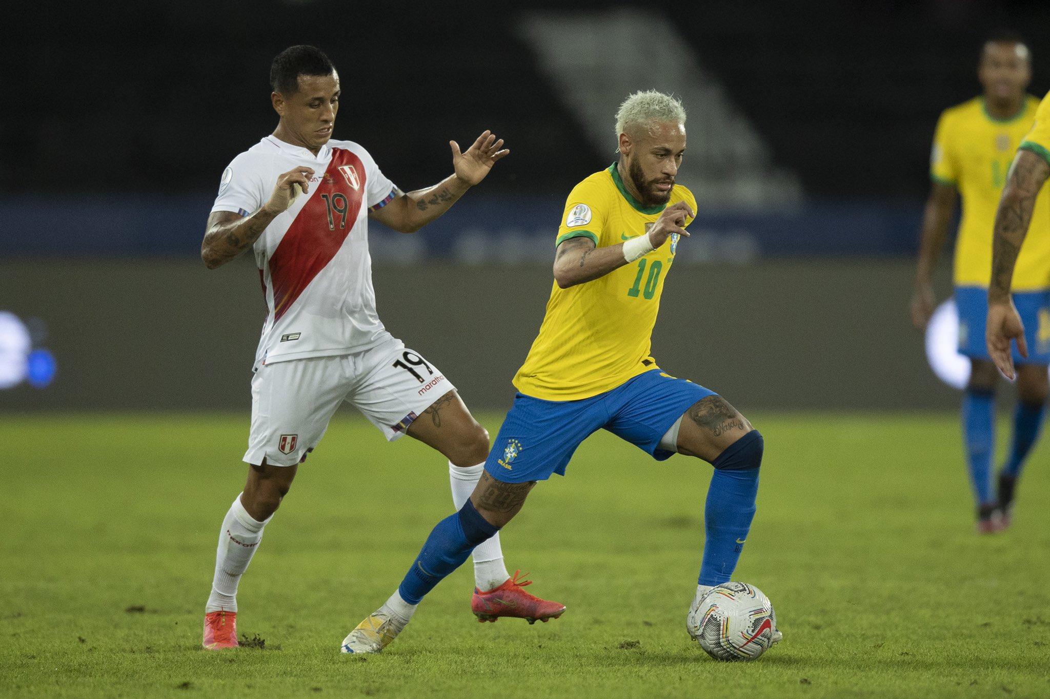 Neymar (vàng) từng chọc thủng lưới Peru ở vòng bảng. Ảnh: CBF.