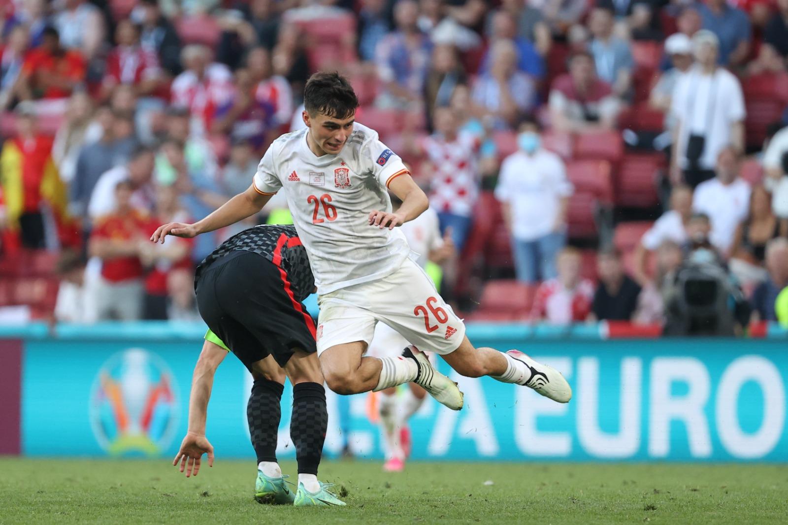 Kemenangan 5-3 atas Kroasia di babak 1/8 menandai kematangan psikologis Pedri yang luar biasa, saat ia segera mengatasi kejutan golnya sendiri di awal pertandingan untuk bersinar dalam peran sebagai pemacu jantung di tengah lapangan.  Foto: RFEF