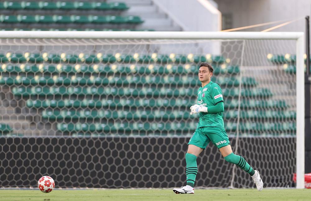 Dang Van Lam adalah pemain Vietnam pertama yang bermain untuk tim sepak bola di J-League 1.