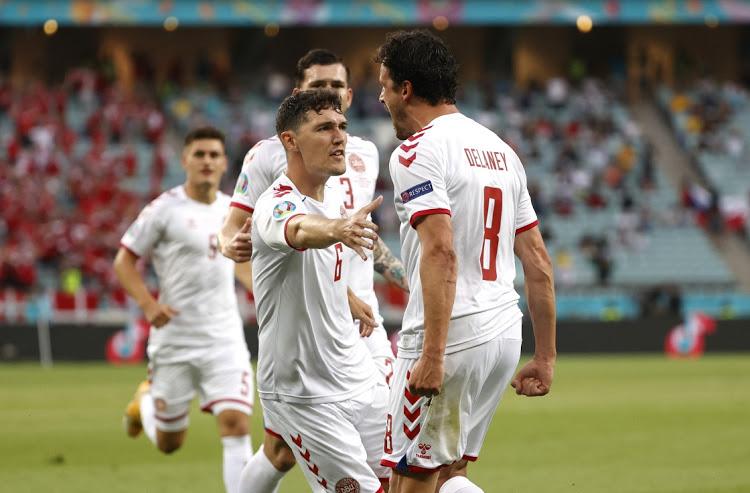 Christensen (No. 6) membantu Denmark mencapai semifinal untuk pertama kalinya sejak 1992. Foto: Reuters.