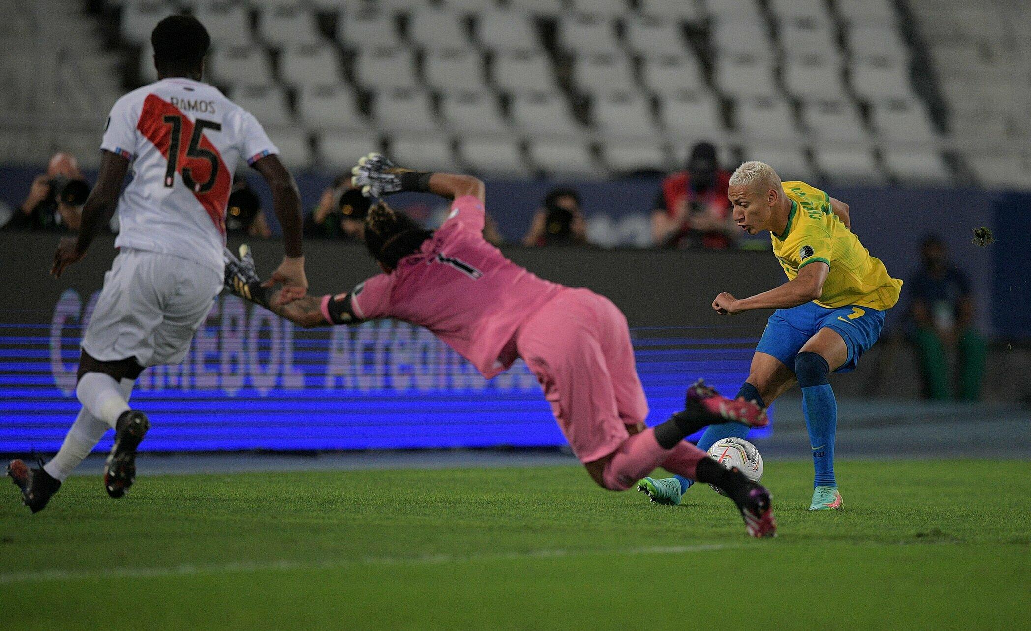 Richarlison melewatkan banyak peluang melawan Peru.  Foto: Reuters