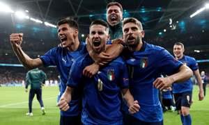 Italy vào chung kết Euro 2021 sau loạt luân lưu
