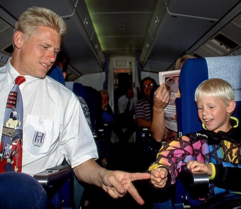 Kasper là con trai của Peter Schmeichel - thủ môn tuyển Đan Mạch vô địch Euro 1992 - nơi ông và các đồng đội cũng vượt qua tuyển Anh ở bán kết. Ảnh: Twitter / Peter Schmeichel