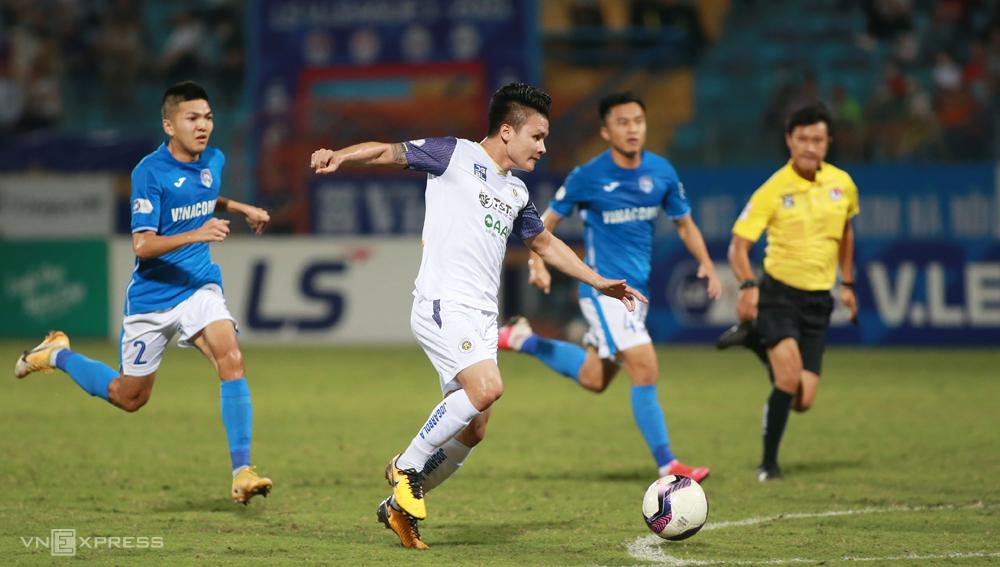 V-League akan memiliki lebih banyak waktu untuk menyelenggarakan kompetisi ketika Hanoi FC dan Saigon FC tidak harus pergi ke Piala AFC.  Foto: Lam Thoa