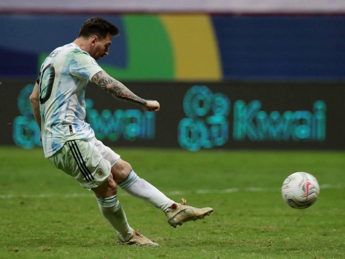 Messi menendang pada tendangan pertama Argentina.  Foto: CA2021