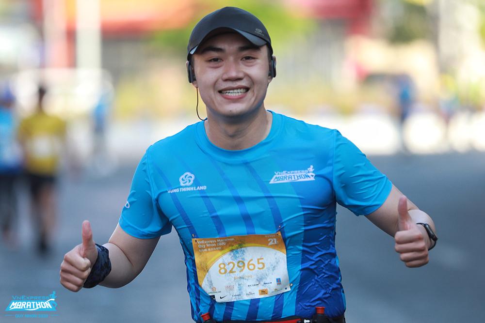 Athletes on the track running VM Quy Nhon 2020. Photo: VnExpress Marathon.