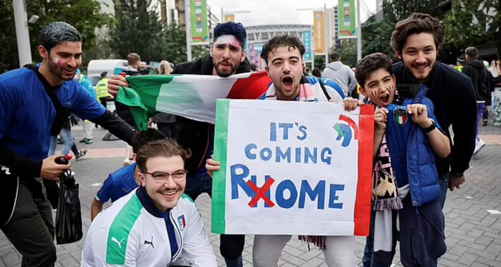 Wartawan Italia: Sepak bola sedang menyelam di rumah - 1