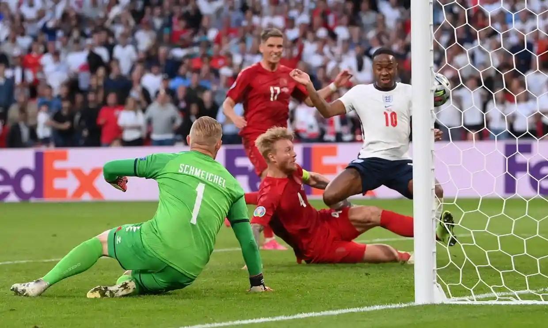 Kjaer đưa bóng về lưới nhà trước sức ép từ Sterling. Ảnh: Reuters.