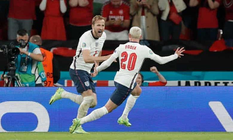 Kane (kiri) mencetak gol penentu untuk mengirim Inggris ke final Euro untuk pertama kalinya.  Foto: The Guardian